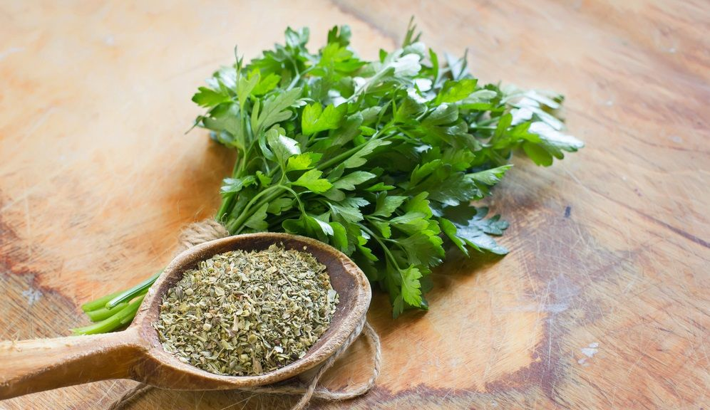 How to Dry Parsley – 5 Methods to Dry Parsley at Home